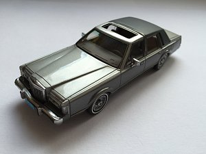 Lincoln Town Car, NEO 1:43